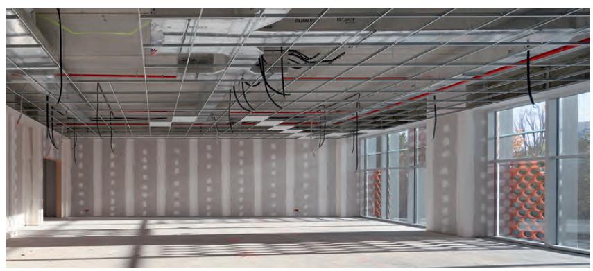 Valladolid, XX de diciembre de 2019.- El edificio IndUVA ha obtenido la clasificación de EECN (edificio de consumo de energía prácticamente nulo) que le ha permitido lograr la máxima certificación verde otorgada por el GBCe. Gracias a la implementación de soluciones de lana mineral ISOVER, que ofrece las prestaciones necesarias para el aislamiento térmico y acústico, el edificio ha recibido numerosos reconocimientos de construcción sostenible. El proyecto del edificio IndUVA ha corrido a cargo de Francisco